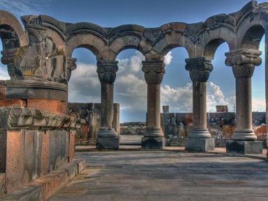 Архитектура и история средневековых храмов Армении