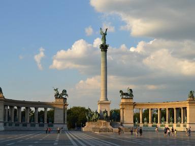 Центр, который не в центре: окрестности площади Героев